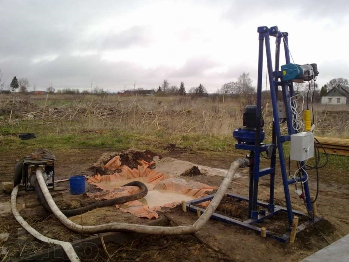 Процесс бурения скважин для теплового насоса грунт вода. Переносная буровая машина